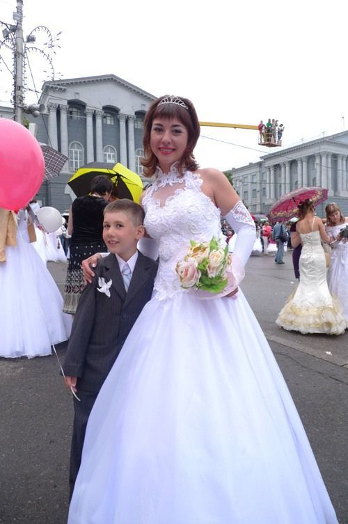 The parade of brides in Kursk, Russia (36 pics)