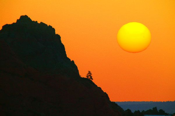 Astonishing photo set of the Sun and the Moon (82 pics)