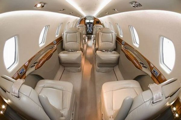 The interior of a private jet Cessna (8 pics)