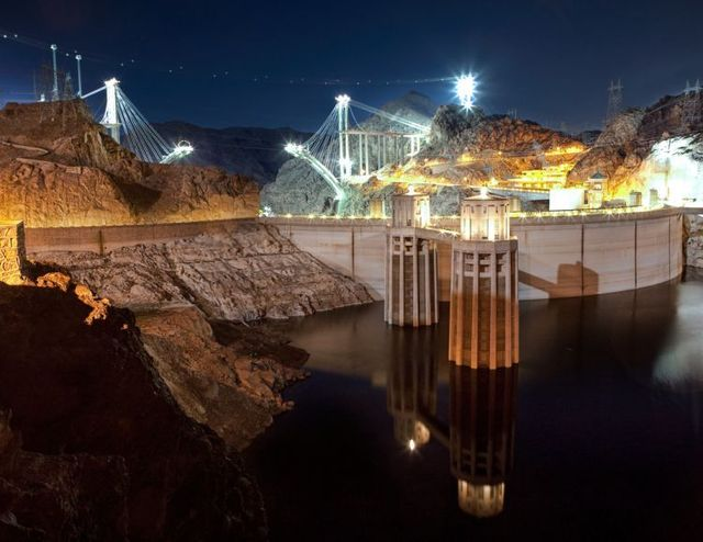 Construction of the bridge over the Hoover Dam (16 pics)