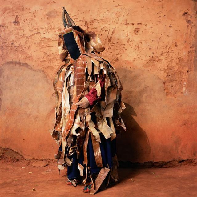 Masquerade costumes in West Africa (10 pics)