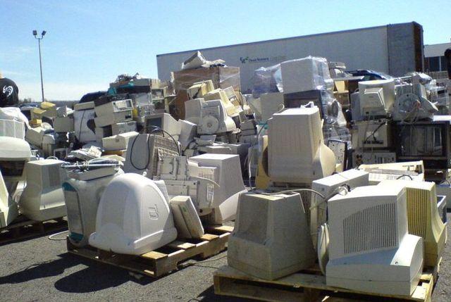Computer cemeteries (16 pics)