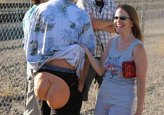 "30th annual ""Mooning of the Trains"" event in Orange County (16 pics)"