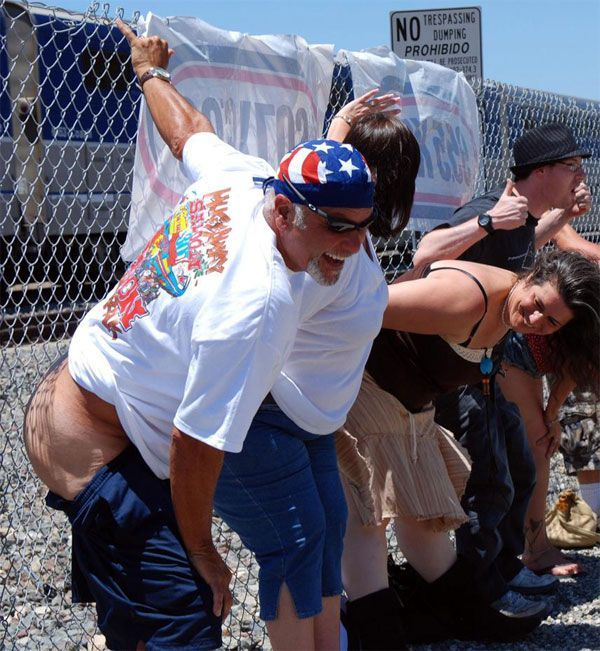 """30th annual """"Mooning of the Trains"""" event in Orange County (16 pics)"""