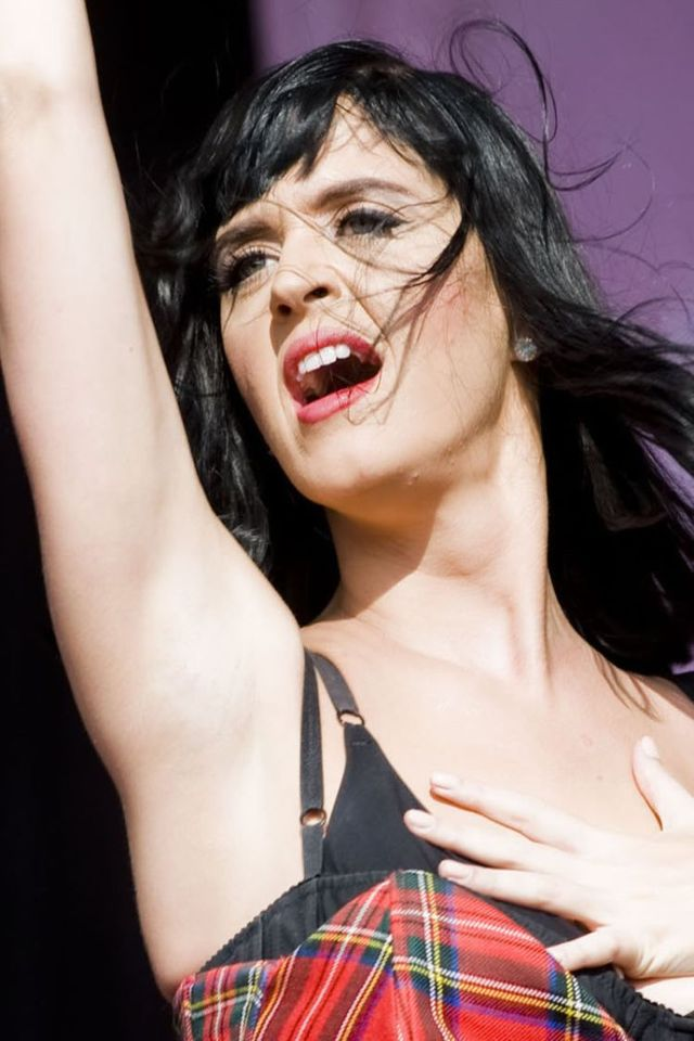 "Katy Perry performing at the ""T in the Park"" music festival in Kinross, Scotland (20 pics)"