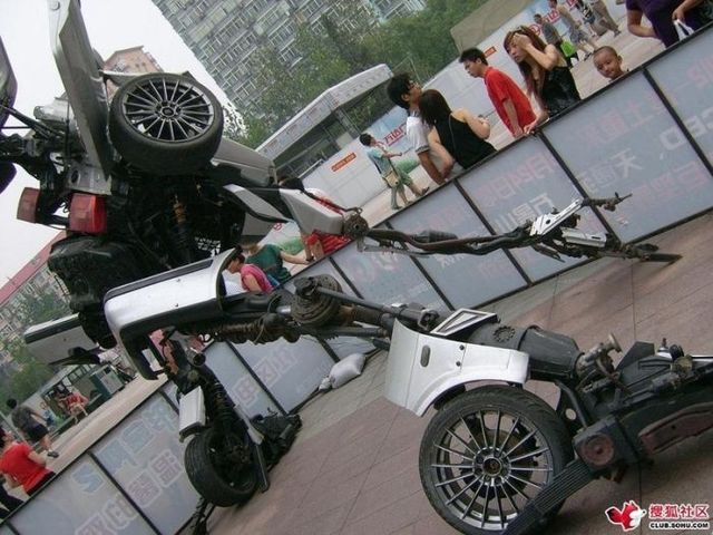 Beijing mall made a VW Passat Transformer (12 pics)
