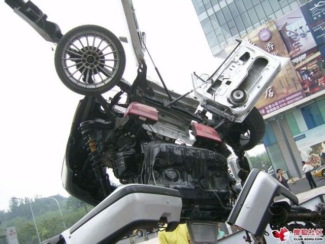 Beijing mall made a VW Passat Transformer (12 pics)