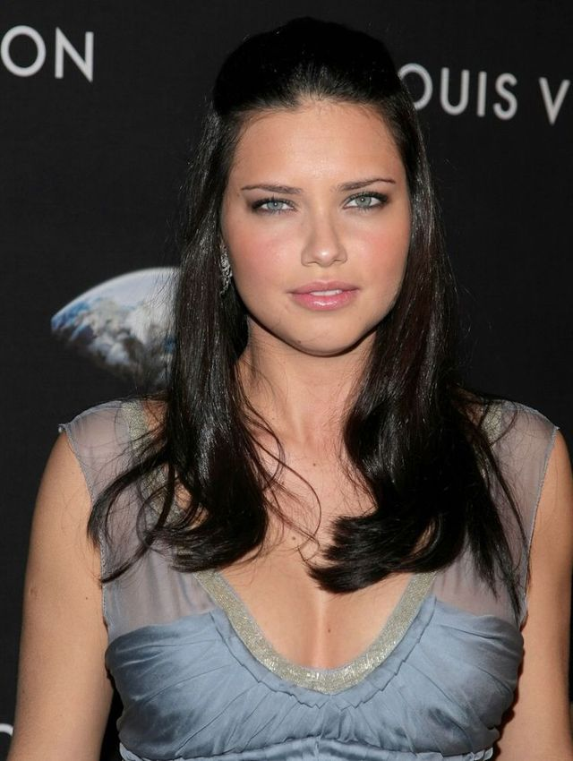 Adriana Lima's pregnant but still hot (10 pics)