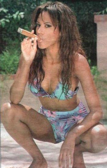 Sexy female celebrity smoker pics