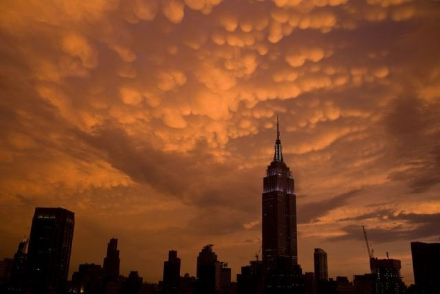 Great natural phenomenon over the New York sky (17 pics)