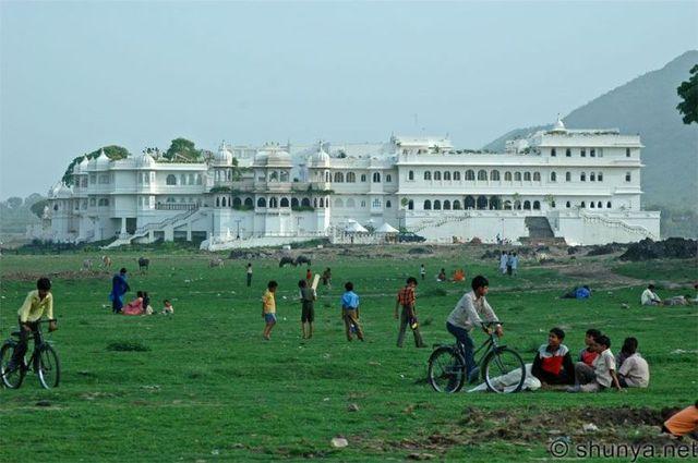 India's Lake Palace has become a 'Mud Palace'! (15 pics)