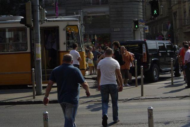 Tramway vs. Hummer (17 pics)