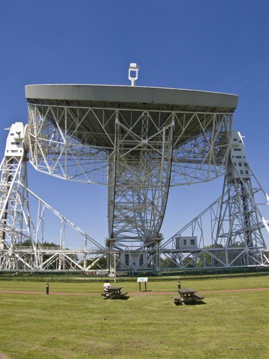 Spectacular radio telescopes around the world (25 pics)