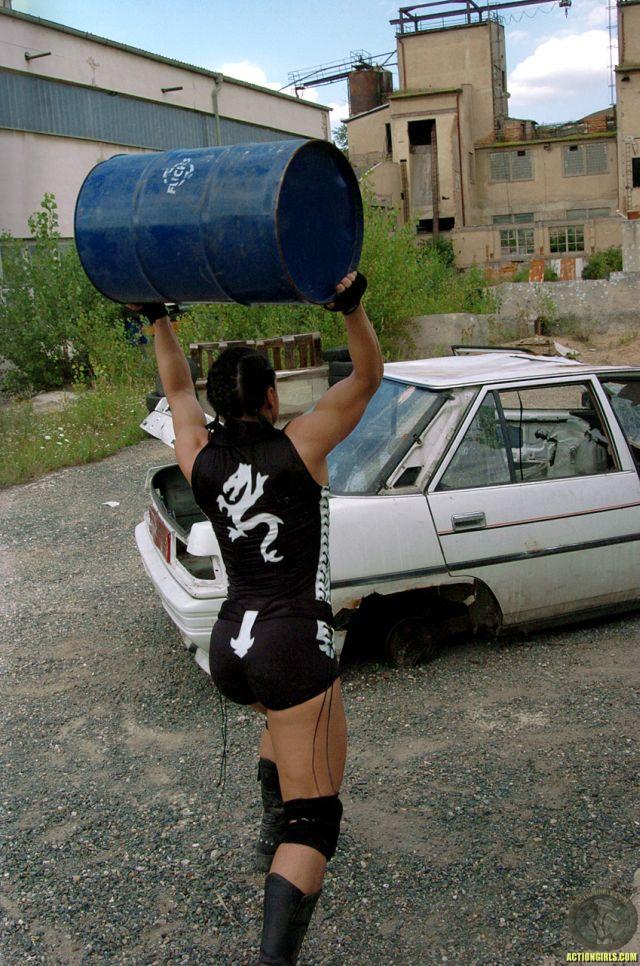 Action girl (30 pics)