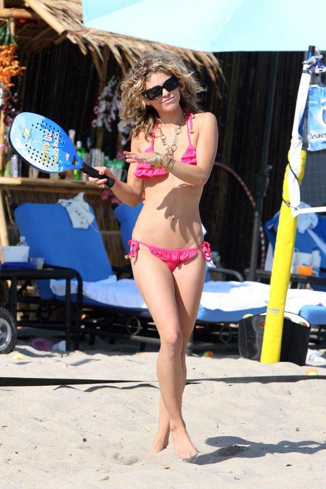 Annalyne McCord in bikini - celebrating her birthday in Malibu (16 pics)