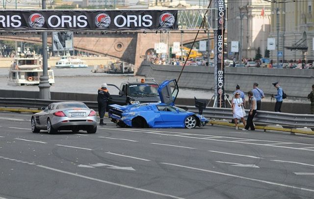 Another crashed Super car – but this time, it was a Bugatti! (14 pics)