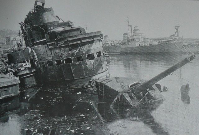 Compilation of sinking, sunken and wrecked warships (39 pics)