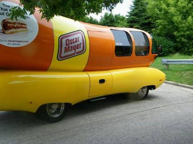 Wienermobile crashed (7 pics)