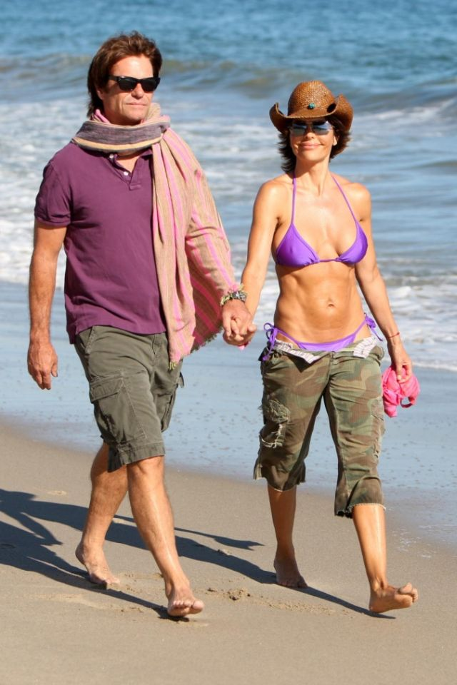 Lisa Rinna and her killer abs (5 pics)