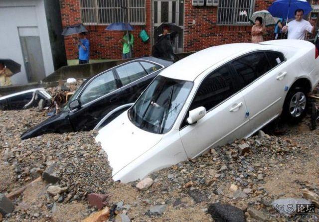 Cars against mudflows (5 pics)