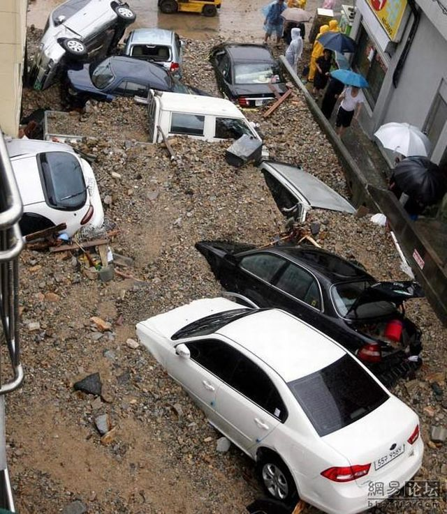 Cars against mudflows (5 pics)