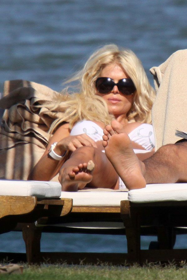 Victoria Silvstedt in her white bikini of the day (13 pics)