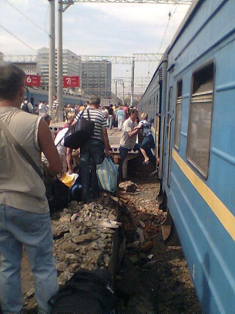 Russian Rail Station (5 pics)