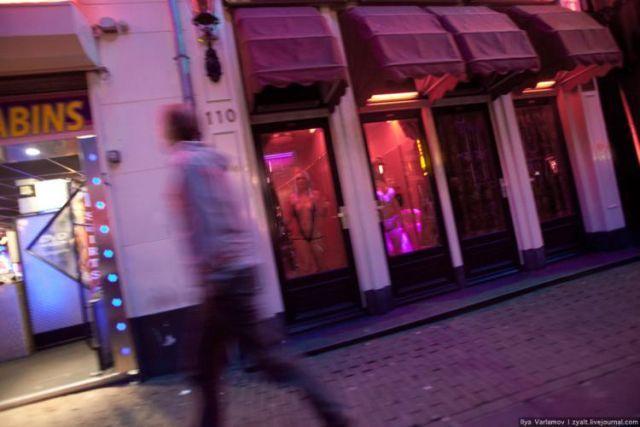 Red lights street (28 pics)