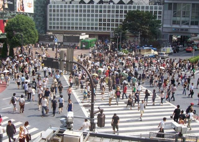 Pedestrian crossing in Shibuya, Tokyo – this is craziness! (7 pics)