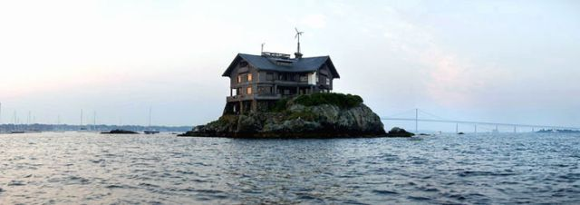 Away from the neighbors (17 pics)