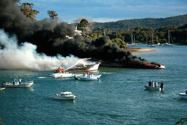 Smoke on the water near Sydney (7 pics + 1 video)