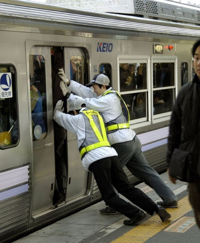 The rush hour in Japan (14 pics + 2 videos)