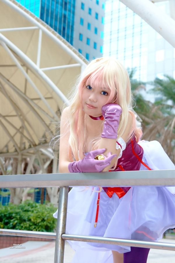 Pretty Asian girl shows us how to cosplay! (32 pics)