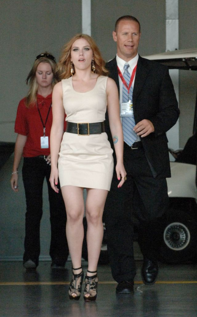 Whatever her outfit, Scarlett Johansson is always hot (12 pics)