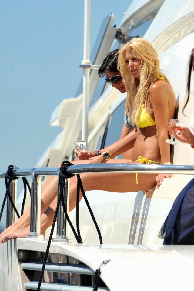 Tara Reid in bikini (9 pics)