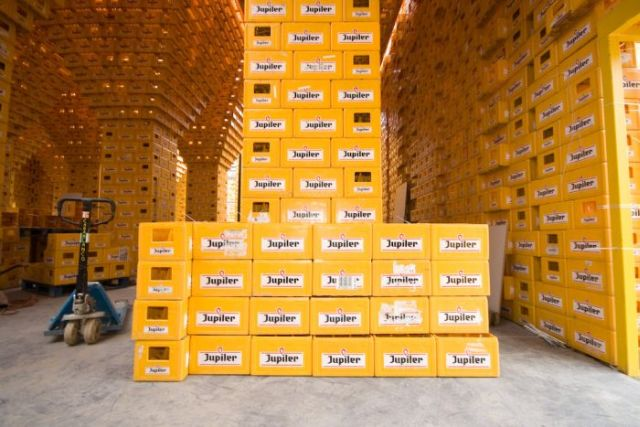 Impressive empty beer boxes construction (20 pics)