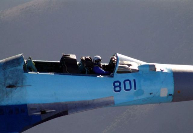 Piloting a jet fighter as if it were a convertible! (8 pics)