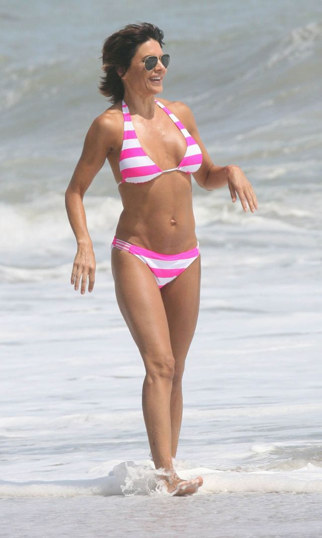 The 46-year old Lisa Rinna in bikini (12 pics)