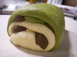 Making bread in the form of panda (9 pics)