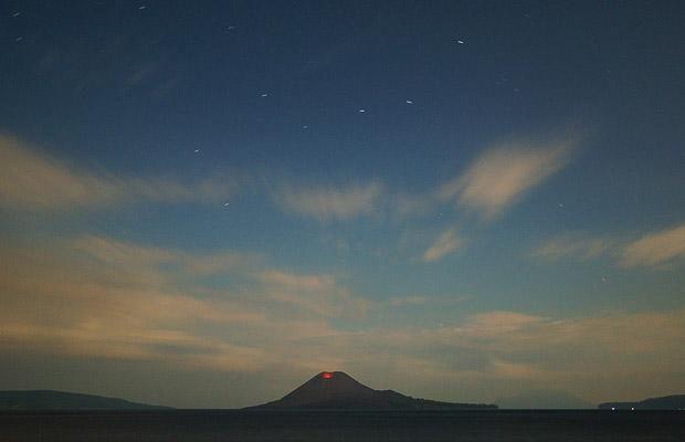 Very beautiful shots of awakening and eruption of a volcano (12 pics)