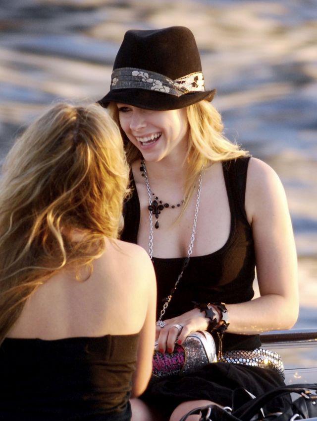 Avril Lavigne (5 pics)