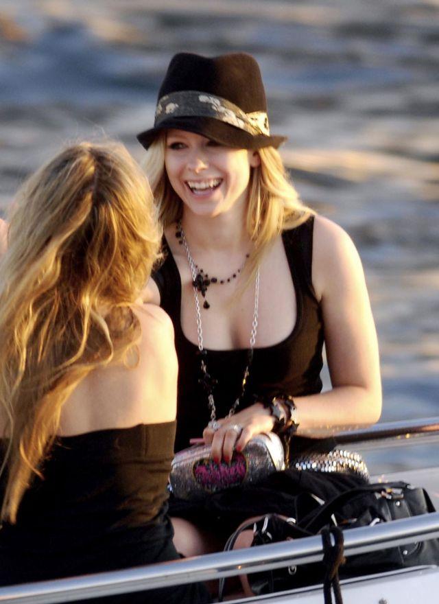 Avril Lavigne (5 pics) - Izismile.com