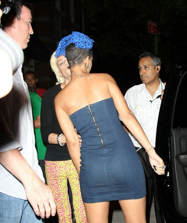 Rihanna in the national outfit? (7 pics)