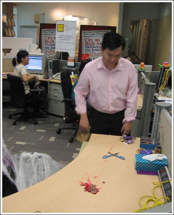 Wanna make a gross office prank? (10 pics)