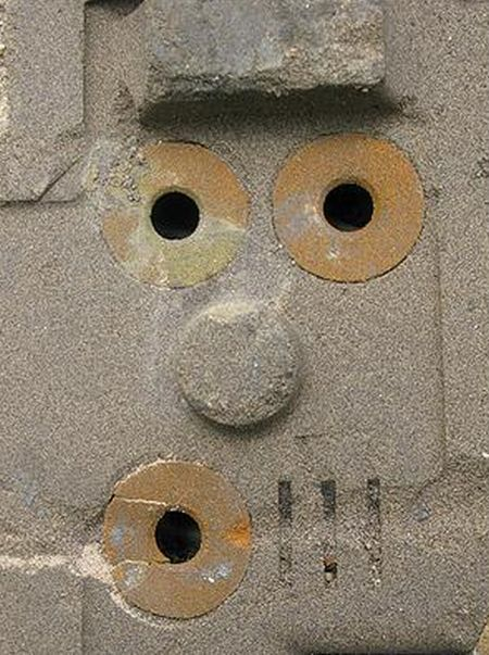 Funny faces in different places (23 pics)