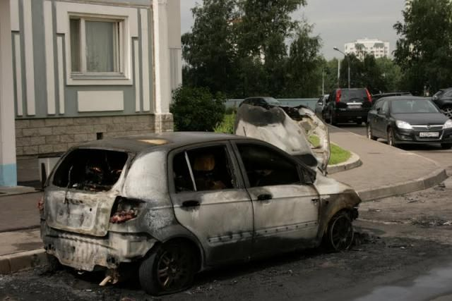 Massive car burning in Moscow (12 pics)