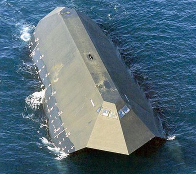 Sea Shadow - Stealth ship! (8 pics)