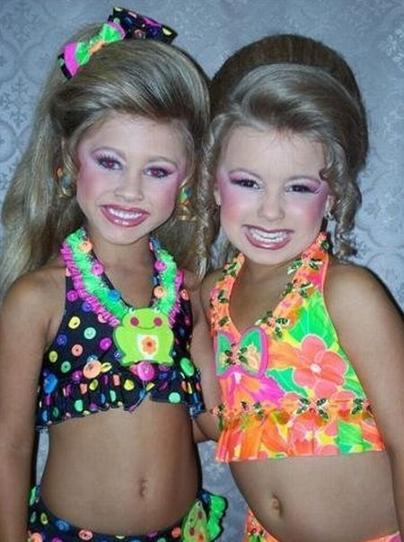 Child beauty pageant (13 pics + 1 video)