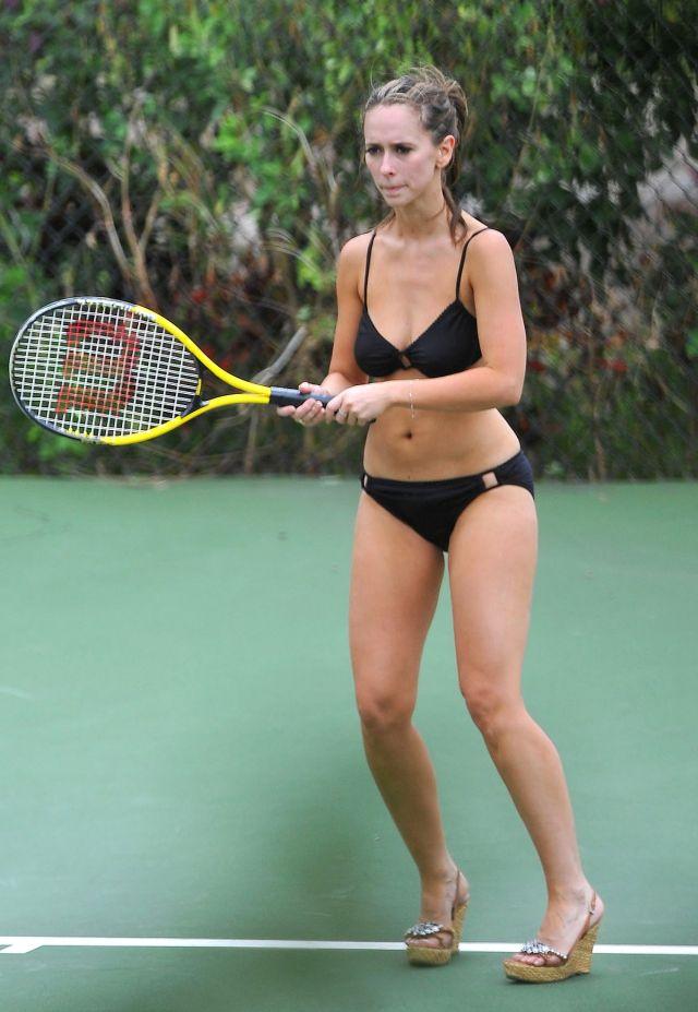 Jennifer Love Hewitt plays tennis in bikini (12 pics)
