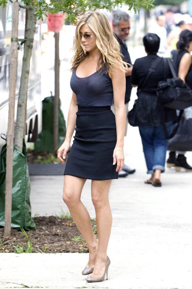 Jennifer Aniston on the set of « Bounty Hunter » (12 pics)